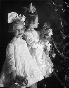 1930s New dolls for Christmas.
