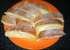 Kynutý tvarohový závin recept - TopRecepty.cz Hot Dog Buns, Hot Dogs, Czech Recipes, Shortbread, French Toast, Food And Drink, Baking, Breakfast, Czech Food