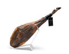 Acorn fed 100% Iberian Ham Extrem,- In Extrem we only produce our Pure Extremadura acorn fed 100% Iberian ham maximum continuous quality purebred Iberian pigs reared in our meadows, where all pigs have more than 2 hectares of oak forest to graze on our liberty, feeding exclusively acorns and natural pastures, in the heart of the Dehesa Extremadura.