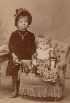Gertrud & Käthe 1886