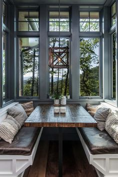 rustic-dining-room rustic house Inviting modern mountain home surrounded by forest in North Carolina Sweet Home, Modern Mountain Home, Mountain Home Interiors, Mountain Homes, Mountain House Decor, Mountain Living, House Goals, Dining Room Design, Design Kitchen