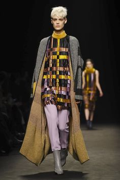 Byblos Milano show ready-to-wear collection Fall/Winter 2017 from Milan