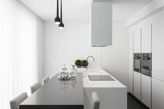 Casa em Braga : Cozinhas modernas por Casa MARQUES INTERIORES
