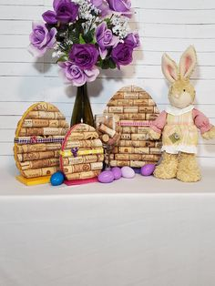 Wine Cork Ornaments, Wine Cork Crafts, Wine Bottle Crafts, Bottle Art, Wood Crafts, Wine Cork Frame, Easter Crafts, Easter Decor, Recycled Wine Corks
