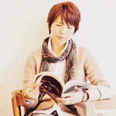 秋の夜長には読書を〜。 秋のよなが…ヨナガ……代永!!w今年も楽しみw  #神谷浩史  #kamiyahiroshi  #hiroshikamiya  #かみやひろし