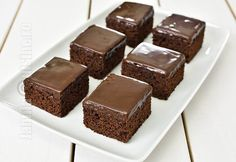 Negrese glazurate / Glazed Brownies (CC Eng Sub) No Cook Desserts, Sweet Memories, Food Videos, Brownies, Recipies, Cheesecake, Muffin, Good Food, Food And Drink