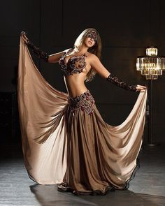 Performance dress and dancing costumes characteristics on-trend looks for all those genres of dancing. Belly Dancer Costumes, Belly Dancers, Dance Costumes, Party Costumes, Danza Tribal, Tribal Belly Dance, Hip Hop Dance Outfits, Belly Dance Outfit, Dance Shirts