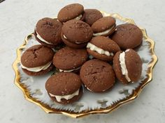 Sušenky Baileys s krémovou náplní recept - TopRecepty. Sweet Cookies, Pancakes, Holiday, Christmas, Sweets, Candy, Baking, Breakfast, Desserts