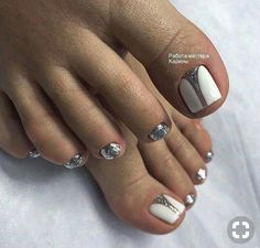 What Christmas manicure to choose for a festive mood - My Nails Pedicure Designs, Pedicure Nail Art, Toe Nail Designs, Pretty Toe Nails, Love Nails, My Nails, Toe Nail Color, Toe Nail Art, Fabulous Nails