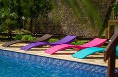 Uma nova decoração para a o deck da piscina, a espreguiçadeira Holly além de ser funcional leva mais cor para seu jardim e piscina! Marca: Livin Out