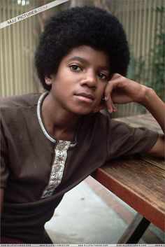 Michael Jackson Photo by Neal Preston. Jackson Family, Jackson 5, Best Beauty Tips, Beauty Hacks, Young Michael Jackson, Star Wars, The Jacksons, Black Power, Beautiful Person