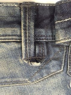 Denim Ideas, Denim Trends, Doble Denim, His Jeans, Fashion Jobs, Types Of Jeans, Denim Art, Jeans And Flats, Denim Fashion