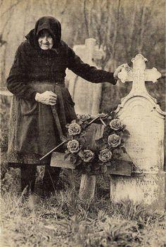 Vintage Photographs, Vintage Photos, Romania People, Victorian Goth, Folk Dance, Big Love, Memento Mori, Old Photos, Art Projects