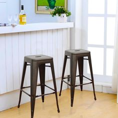Unique High top Table with Bar Stools