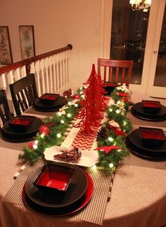 Best 26 Impressive Christmas Tablescapes Centerpieces Ideas http://fancydecors.co/2017/10/23/26-impressive-christmas-tablescapes-centerpieces-ideas/ Decide if you prefer a single focal point like a tall centerpiece or if you'd like your tablescape to stretch the duration of your table. With the perfect blend of colours and bright ideas, it's possible to surely create these. You are certain to come away with tons of new suggestions for your own holiday tables.
