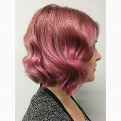 ameliaxlynn Rosey tones!  #goldwell #elumen #highlights #pinkhair #blondehair #curls #bob #hair #winnipeghair #winnipeghairstylist #winnipeghairsalon #edwardcarrieresalon @edwardcarrieresalon