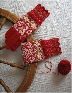 Way past my capabilities but so beautiful! Knit Mittens, Knitted Gloves, Knitted Shawls, Knitting Socks, Knitting Stitches, Knitting Patterns Free, Hand Knitting, Norwegian Knitting, Fair Isle Knitting