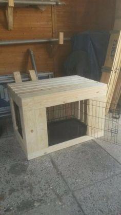 Hondenbench ombouw van steigerhout over uw draadkooi