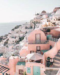 Inspiration via Santorini Sunsets ! Tag a friend that deserves a trip to Santorini! Places To Travel, Travel Destinations, Places To Visit, Holiday Destinations, Coperate Design, Voyager C'est Vivre, Travel Couple Quotes, Voyage Europe, Travel Goals