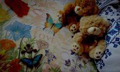 Ne știm de juma' de deceniu aproape, dar parcă a trecut mai mult. Între noi cuvintele sunt de prisos. Deși ne despart km întregi, nu se simte. Nu te-am vazut niciodată față în față, dar sunt convinsă că într-o mare mulțime de-ai fi te-aș zări într-o clipă, fără ezitare! Nu te-am simțit niciodat... Life Thoughts, Mai, Teddy Bear, Animals, Animales, Animaux, Teddy Bears, Animal, Animais