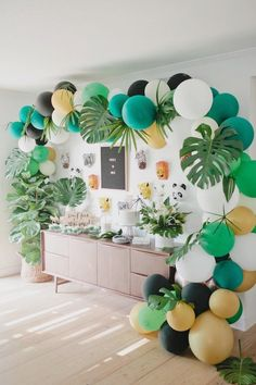 Hang from the treetops and swing from the vines this Jungle 1st Birthday Party featured at Kara's Party Ideas is out of this world! Suriname Vacaciones Informatiounen op eisem Site https://storelatina.com/suriname/travelling #ಸುರಿನಾಮ್ #detoxify #სირენა #tour