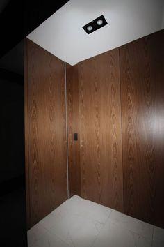 Drzwi w fornirze olejowane. Zlicowane z Płytą meblową z tego samego forniru.