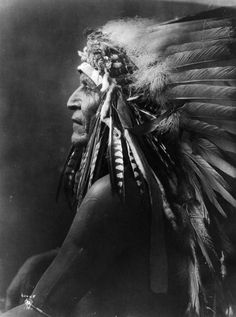 "Native American Fan Base Native American Fan Base thebigkelu: ""Studio portrait of a Native American (Crow) man, identified as Two Leggings. Native American Tattoos, Native American Warrior, Native American Pictures, Native American History, American Crow, American Indians, Arte Tribal, Native Indian, Sioux"