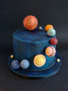 A gallery of recent birthday cakes, wedding cakes, celebration cakes by cake designer Lisa, based in Sheffield, South Yorkshire Cake Decorating Techniques, Cake Decorating Tips, Bolo Laura, Solar System Cake, Rocket Cake, Planet Cake, Artist Cake, Galaxy Cake, Fathers Day Cake