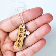 Wooden Tag Necklace - Personalized with Engraved Silhouettes of your Family Members, Family Tag Necklace, Charm Necklace, Gift for Mom