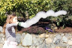 Quick tutorial for bubble fun in the sun - the 3 minute DIY bubble maker. Seriously this quick kids craft only takes moments to make but will entertain your kids for hours. #kids #kids_stuff