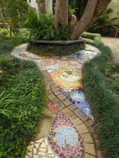 Backyard Landscaping Ideas - The perfect southern garden begins with a feeling. Obtain motivated by our favored landscape design suggestions, from hills of hollyhocks to simple lawn actions. Garden Edging, Garden Paths, Garden Art, Garden Mosaics, Easy Garden, Garden Borders, Garden Stones, Garden Beds, Mosaic Walkway