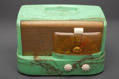 "Emerson 511 ""Moderne"" Green Bakelite Raymond Loewy Designed Mid-Century Radio | Radios | Decophobia | 20th Century Design"