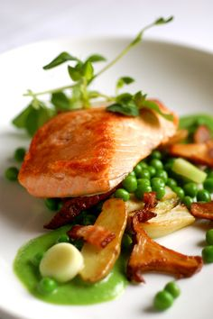 This easy but elegant salmon dish speaks of spring; the rich fish is seared and paired with sweet Vidalia spring onions, fresh green peas, and applewood smoked - food_drink Salmon Recipes, Fish Recipes, Seafood Recipes, Gourmet Recipes, Cooking Recipes, Healthy Recipes, Gourmet Desserts, Cooking Bacon, Fancy Desserts