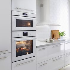 white and simple ikea skandinavian Ikea Ovens, Four Micro Onde, New Kitchen, Kitchen Dining, Backsplash, Built In Microwave Oven, Dream Decor, Kitchen Appliances, Cooking