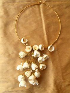 Λαιμαριά-Σύρμα Ορείχαλκου λουλούδια κουκουλιού | Δημιουργιες στο Μεταξι