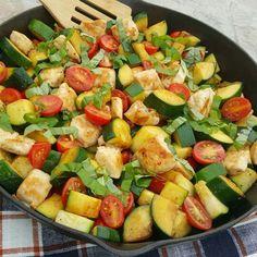 Garlic chicken and zucchini margherita