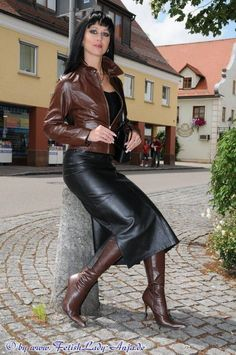 Leather Fashion, Fashion Boots, Fashion Outfits, Womens Fashion, Long Leather Skirt, Leather Dresses, Hobble Skirt, Cuir Vintage, Botas Sexy