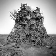 O fabuloso artista Jim Kazanjian de Oregon – Portland, é obcecado por paisagens sombrias e surreais utilizando computação gráfica para unir cerca de quarenta fotografias na criação dos ambientes fantásticos