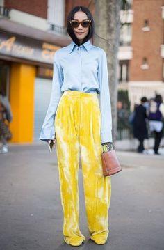 Outfit Ideas // Yellow // Street Fashion // Style Paris Fashion Week Street Style Spring See All the Best Looks Street Style Fashion Week, Printemps Street Style, Spring Street Style, Street Chic, Look Fashion, 90s Fashion, Paris Fashion, Spring Fashion, Trendy Fashion