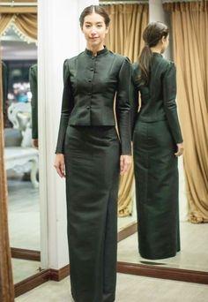 ชุดไทยจิตรลดา Myanmar Traditional Dress, Thai Traditional Dress, Traditional Fashion, Traditional Outfits, Batik Fashion, Skirt Fashion, Thai Wedding Dress, Thailand Fashion, Thai Fashion