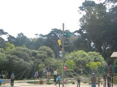 Families looking for things to do in San Francisco will want to devote at least one day to exploring and enjoying Golden Gate Park. In fair weather or foul (San Francisco gets a few of those, you know), Golden Gate Park offers indoor and outdoor fun for families in a unique San Francisco environment. How to spend a day in Golden Ga