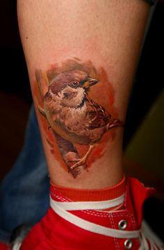 "Dimitry Samohin realistic bird tattoo Consigue un bird tattoo gratis haciendo checkin en Foursquare durante la exposición ""Sometimes I hear birds in you head"" de pajarerianewton http://www.pajarerianewton.com/birds-in-your-head/"