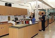 Área de tratamiento: Consta de 4 módulos donde se realizan procedimientos de cuidado preventivo como son: Profilaxis dental, exámenes comprensivos y cualquier otro procedimiento que el paciente requiera.