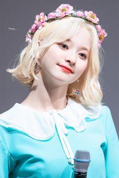 "Moong! on Twitter: ""190721 합정 아르떼홀 팬사인회 이나경  #프로미스나인 #이나경 #fromis_9… "" Cute Korean, Korean Girl, Kpop Girl Groups, Kpop Girls, Girl Day, My Girl, Funny Quotes For Instagram, Cute Girl Poses, Kawaii Girl"