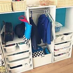 女性で、4LDKの、My Shelf/ニトリ/ニトリのカラーボックス/幼稚園/幼稚園グッズ/アイアンバー/子供服収納/こどもと暮らす/幼稚園グッズ 収納についてのインテリア実例。 「収納後です。中身はま...」 (2017-04-14 05:46:03に共有されました) Hallway Storage, Cat Care Tips, Kidsroom, Shoe Rack, Diy And Crafts, New Homes, Baby, Closet, House