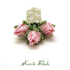 Maid Marian's Quiver- top view showing open rosebuds Seed Bead Flowers, French Beaded Flowers, Beaded Jewelry Designs, Bead Jewellery, Jewellery Making, Beading Tutorials, Beading Patterns, Beading Ideas, Flower Pattern Design