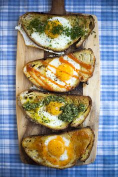Hole in the bread eggs.With sweet chilli sauce,tomato sauce, pesto or herbs Brunch Recipes, Breakfast Recipes, Breakfast Ideas, Brunch Ideas, Breakfast Toast, Toast Ideas, Quinoa Breakfast, Brunch Food, Breakfast Potatoes