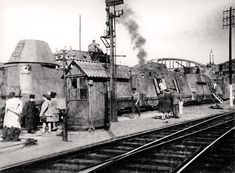 32 left intact at a station platform in Bergerac, France after liberation in 1944 Railway Gun, Railroad Pictures, Road Construction, Ww2 History, Train Art, Rail Car, Panzer, Armored Vehicles, Train Station