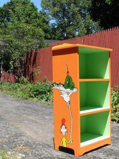 Salvaged Bookshelf turned Seuss - HOME SWEET HOME - Man, I wish I had taken a before pic. Funky Furniture, Kids Furniture, Painted Furniture, Painted Pianos, Dr. Seuss, Classroom Design, Classroom Themes, Dr Seuss Nursery, Dr Seuss Crafts