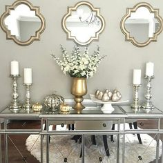 Never thought I'd like silver and gold together 🤷🏻♀️ Fall Apartment Decor, Fall Entryway Decor, Fall Home Decor, Autumn Home, Entryway Tables, Gray Gold Bedroom, Grey Room, Living Room Decor Gold, Silver Living Room
